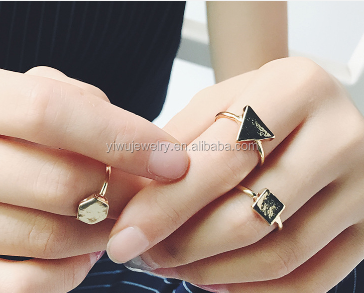 R794-084 cheap simple gold metal triangle hexagon square ring for girls