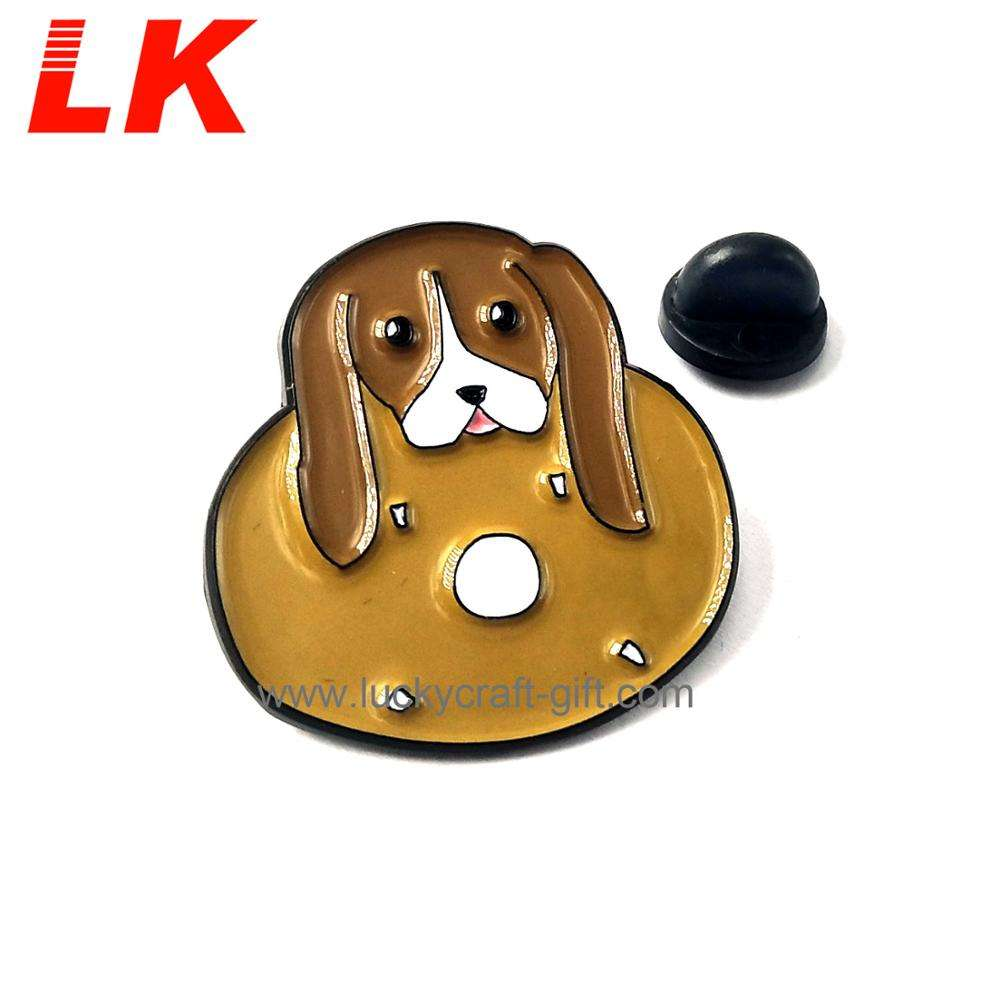 China manufacture metal dogs funny badges lapel pins