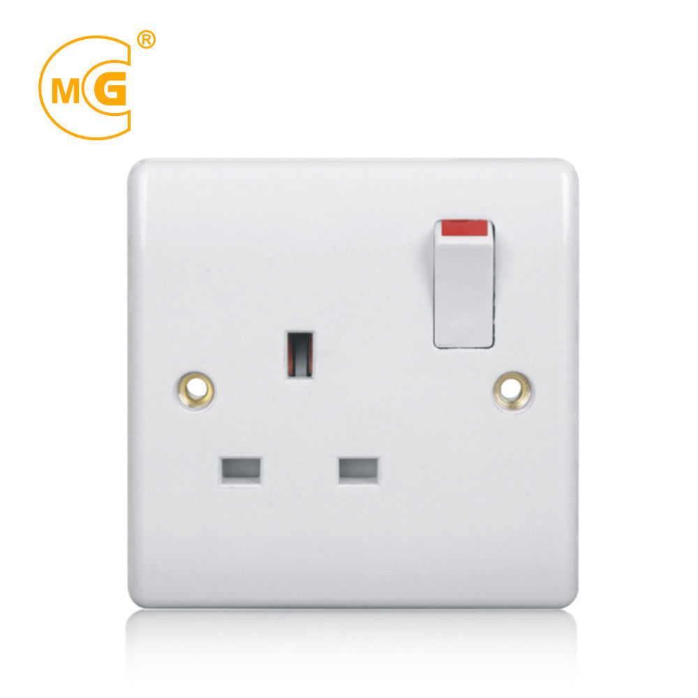 BS single UK power wall electrical 13A switched socket