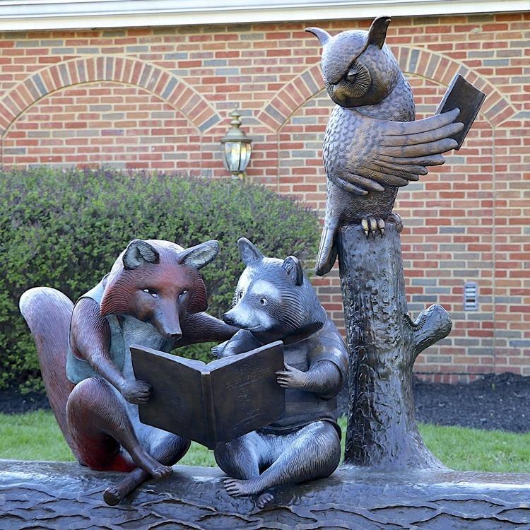 Jardín al aire libre famoso tallado artesanía de Metal de la vida Animal de tamaño de bronce búho estatua de lectura con amigos