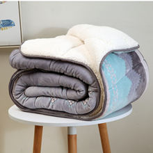 Comfortable hotel Printed flannel filling Polyester Warm Sherpa quilt for winter