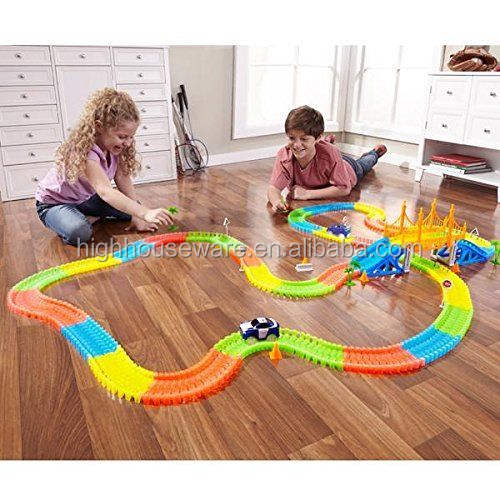 Hot Selling 165Pcs Glowing Race Track Magical Glow In The Dark Lichtgevende Track Met Auto Speelgoed