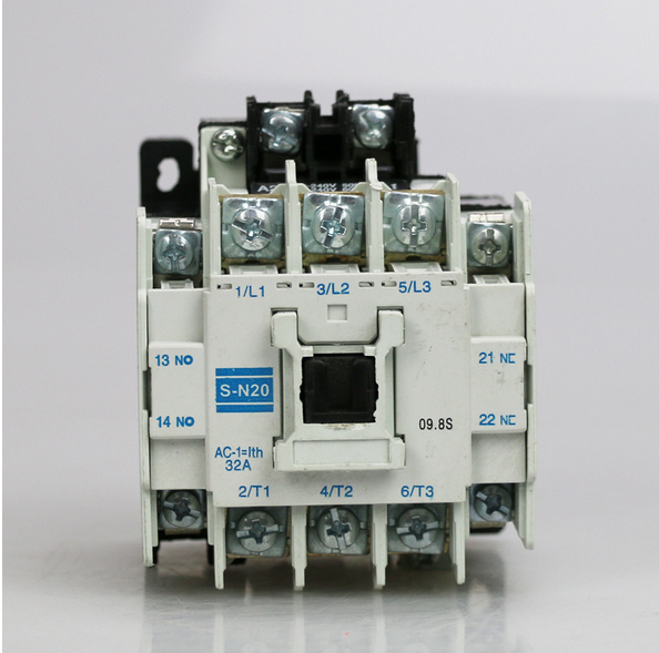 New In Box Mitsubishi Magnetic Contactor S-N20 SN20 220Vac gh