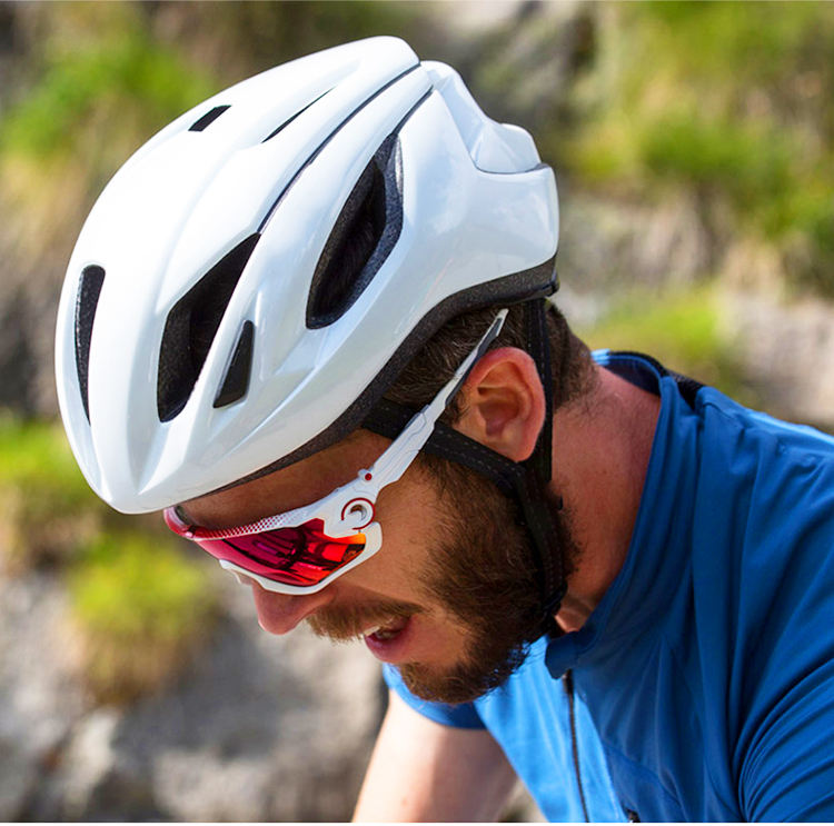 Road Bike Riding HelmetIntegrated Molding Pneumatic Bicycle Hat Male Ultra Light Mountain Bike Helmet Female
