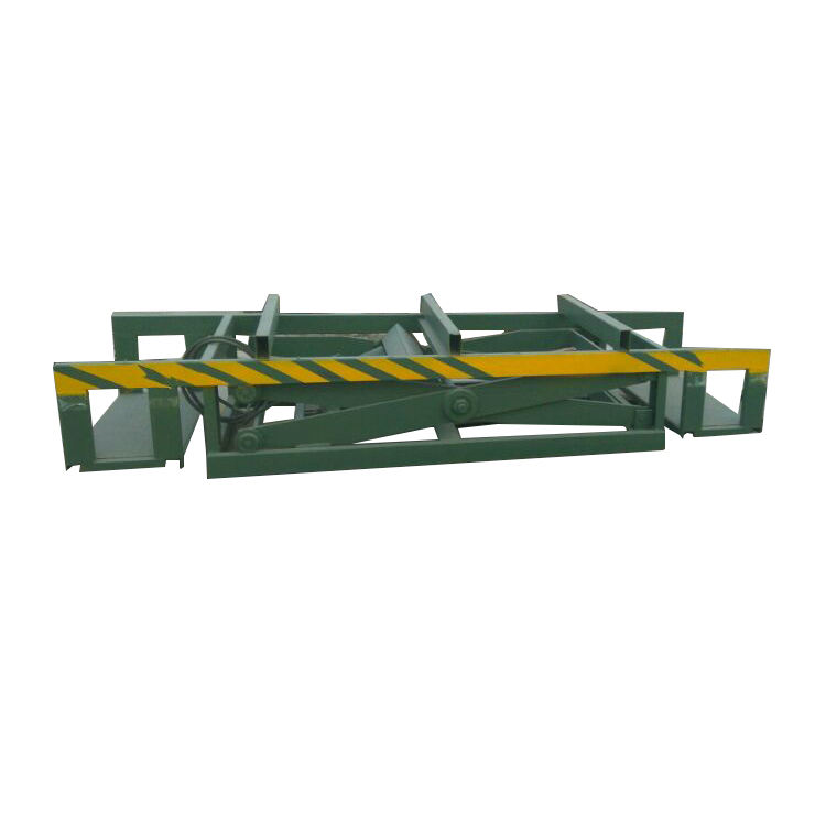 Hydraulic lifting table for automatic stacking system of plywood making