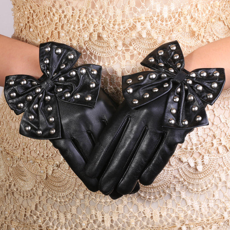 Cute women texting Christmas gift rivet Leather sheepskin gloves with bow