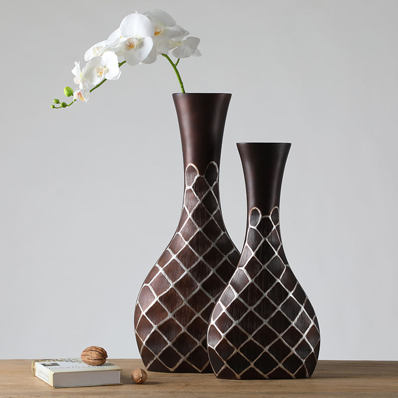Manufacturer Cheap Resin Graceful Vase with Grid Pattern