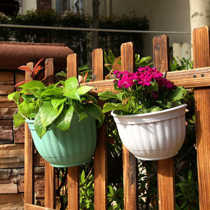 Outdoor vertical plastic wall hanging garden planter