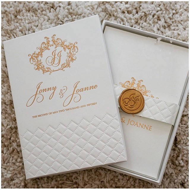 gold hot stamp foil boxed Jas plaid embossed Pocketfold Wedding Invitations hardover with wax seal