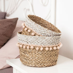 Fast delivery wholesale round handmade planter seagrass straw storage easter sweet white fringed sea grass basket