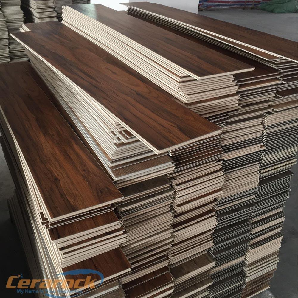 Lapisan Pakaian Anti Licin Uniclick 5Mm Vinyl Floorings 0.5Mm