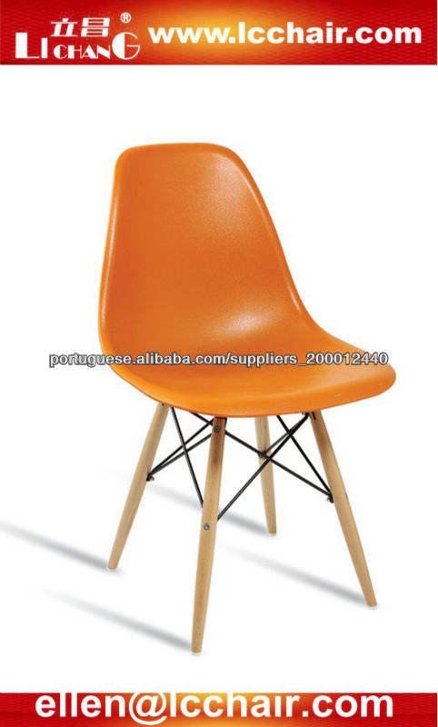 cadeira de plástico eames