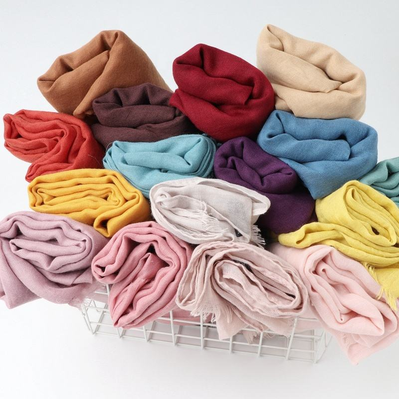 Women latest hijab designs 24 colors hijabs shawls long muslim frayed cotton viscose blend plain voile hijab