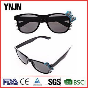 Venta caliente taizhou YNJN FDA CE logotipo personalizado hola gatito OEM uv400 gafas de sol polarizadas