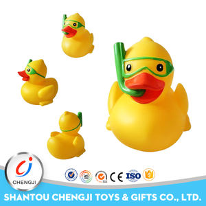 Custom factory price swimming bath toy bulk yellow rubber duck