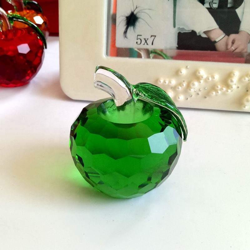 Fancy decoration green durable crystal crafts gift crystal glass apple christmas gift