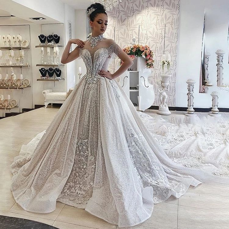 2021 Beach Wedding Dresses Floral Spaghetti Illusion Sexy Boho Wedding Gowns Lovely Beading Backless Bohemian Bride With Cape