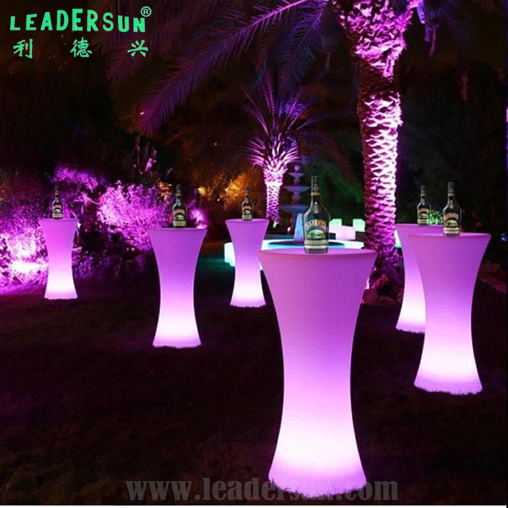 Meriah Perlengkapan Pesta LED Illuminated <span class=keywords><strong>Furniture</strong></span> Colorful Tahan Air IP68 Outdoor Cordless LED Meja Kursi dengan Ce RoHS