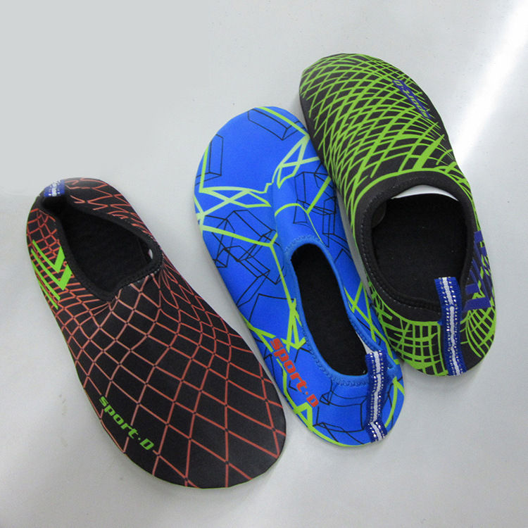 Hot factory price mens and womens aqua sports shoes, wholesale super cheap new models beach aqua skin shoes