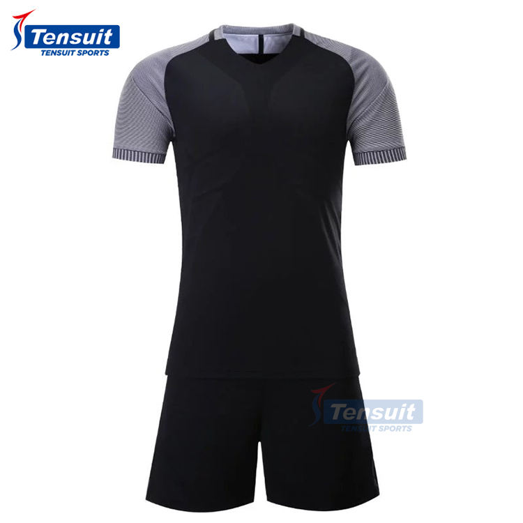 Ensemble complet en gros uniforme de football de haute qualité nouveau design maillot de football stock beaucoup viennent avec short ensemble de maillot de football