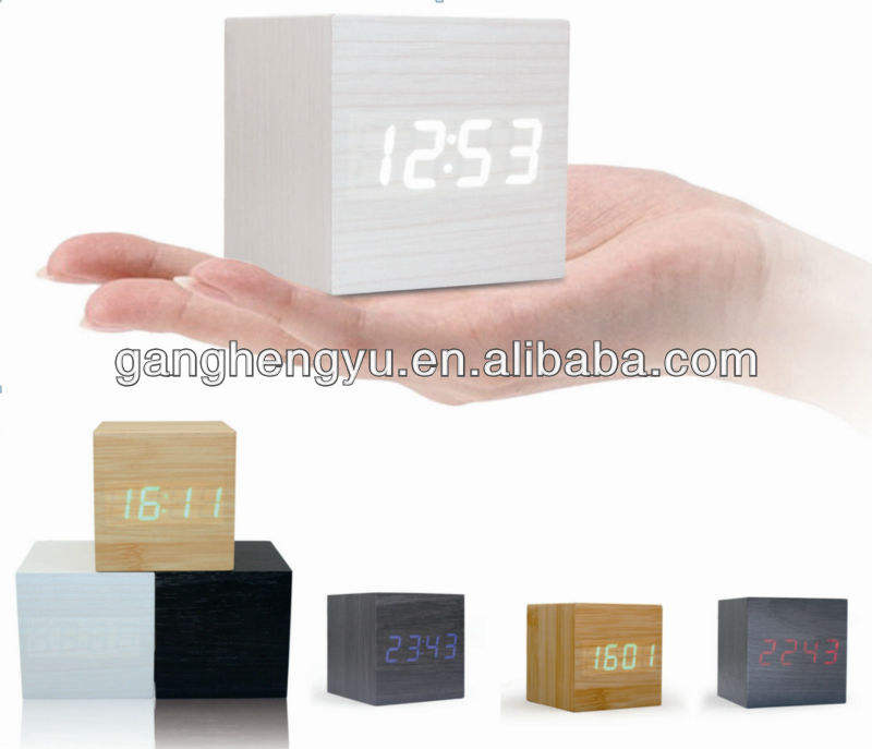 Più nuovo Portatile Tappeto Digital LED Alarm Clock Wooden