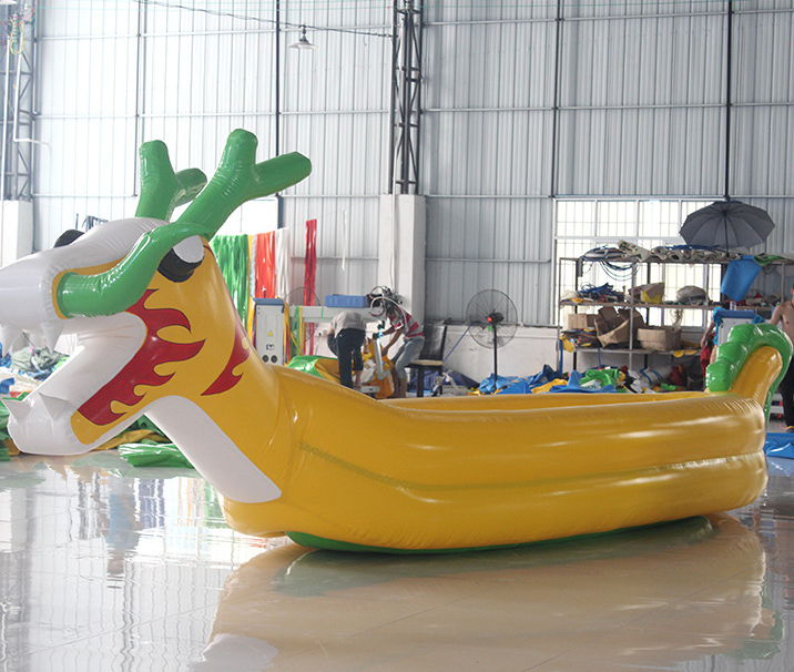 Giant opblaasbare water drakenboot model voor outdoor evenement
