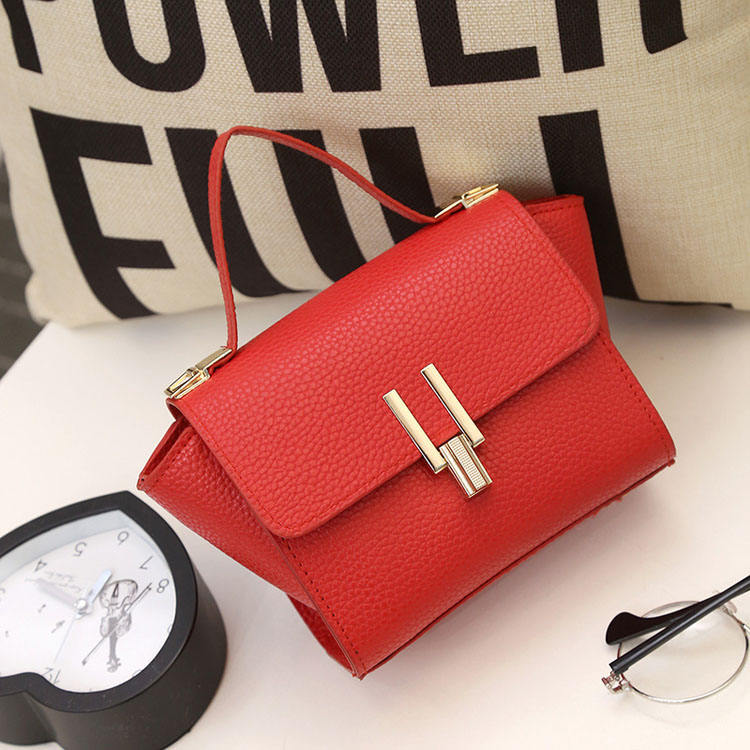 Wholesale 2019 women's bag new wings wrapped in branches U-shaped locking buckle small hand-held single-shoulder oblique bag
