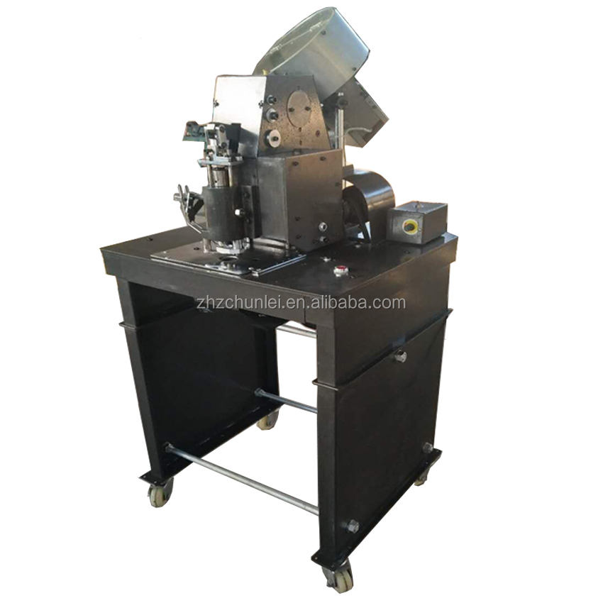 Pneumatic automatic eyelet buttonhole machine