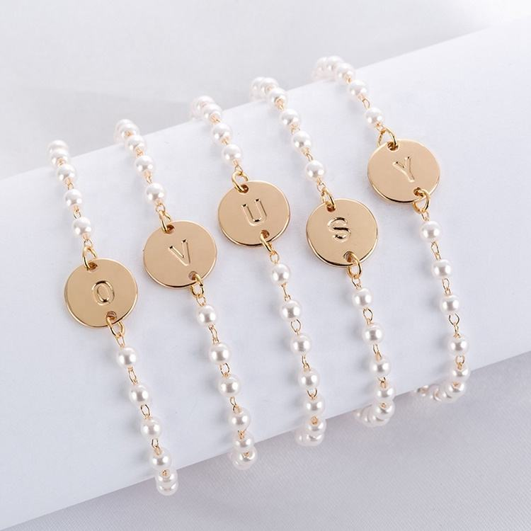 Hot sell fashion jewelry pearl bead bracelets 26 gold letter chain custom bracelets