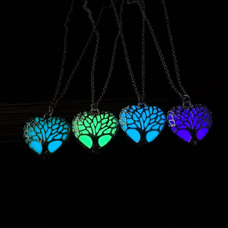Glowing Kalung berongga out fashion Jewelry Cahaya Glowing Jantung Liontin