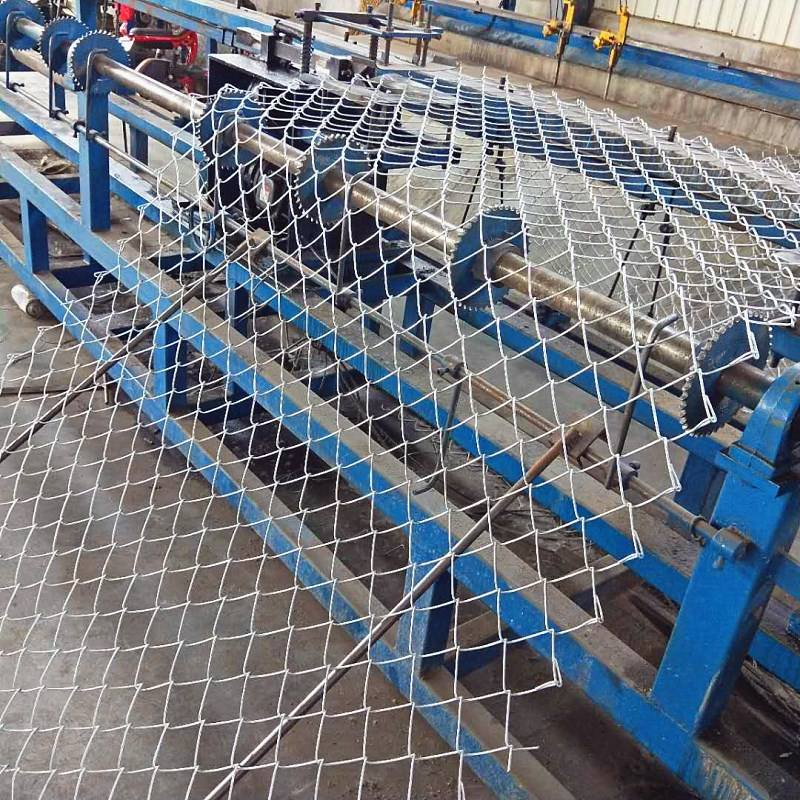 Factory direct sale Galvanized metal chain link fence and whole set accessories