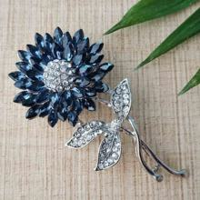 New arrivals 2019 amazon crystal rhinestone flower brooch for dresses