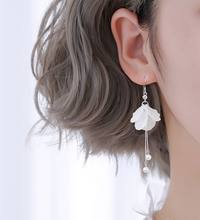 925 sliver Korean fashion and temperament white crystal fower shape tassel earrings women