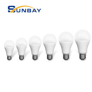 Led usine foshan E27 B22 base 3 5 7 9 12 15 18 watts dimmable a mené l'ampoule 110lm/w