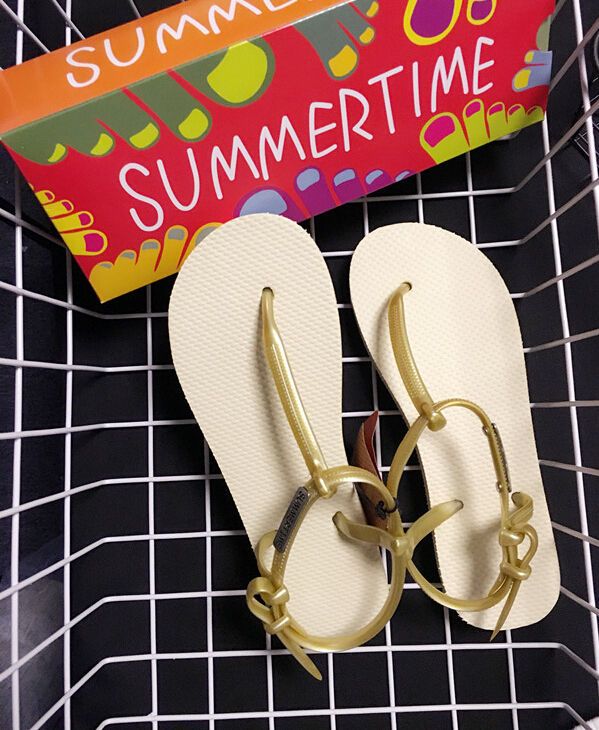 Summertime Flip Flops Slippers Aloha Thongs - Abstract Photography RDelean