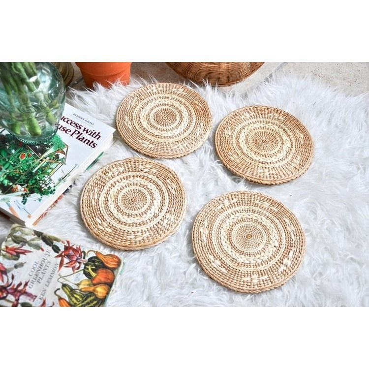 Amazon Top Seller 2019 Wholesale Fashion New Design Round Colored Table Mat Decor Natrual Straw Woven Placemats for Tableware
