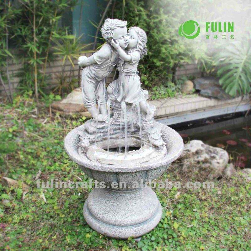 outdoor garden decoration antique big resin boy and girl kissing water feature fountain
