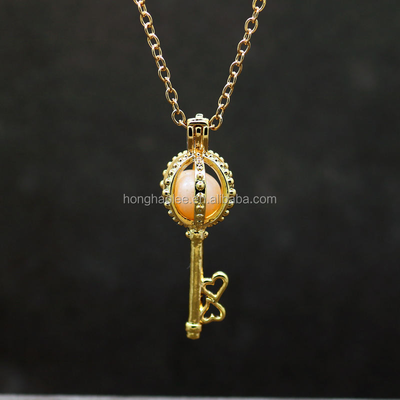 2017 new fashion pendant necklace freshwater pearl necklace oyster key 18K imitation gold cage pendant charm lady jewelry