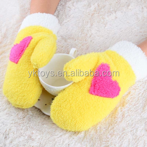 2015 new design fashion wholesale soft warm plush gloves
