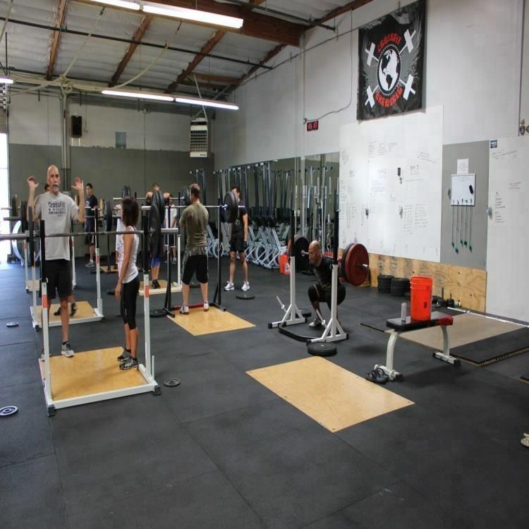 Gym Interlocking rubber tiles/gym rubber floor rolls/sports rubber mat