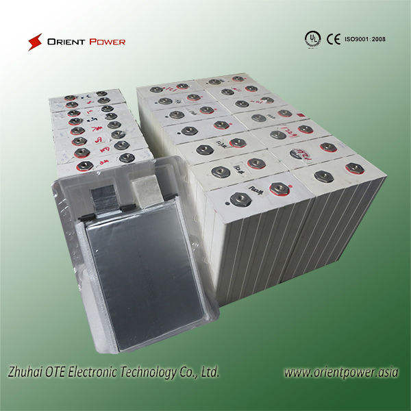 Sạc 3.2 V LiFePO 200Ah battery pack