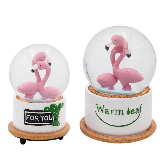 Flamingo pintados à mão casal romântico levou luz globo de neve de vidro do presente da lembrança da resina com caixa de música