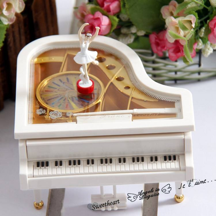 N260 2015 Rotating Hand Crank Dancing Ballerina Piano Music Box