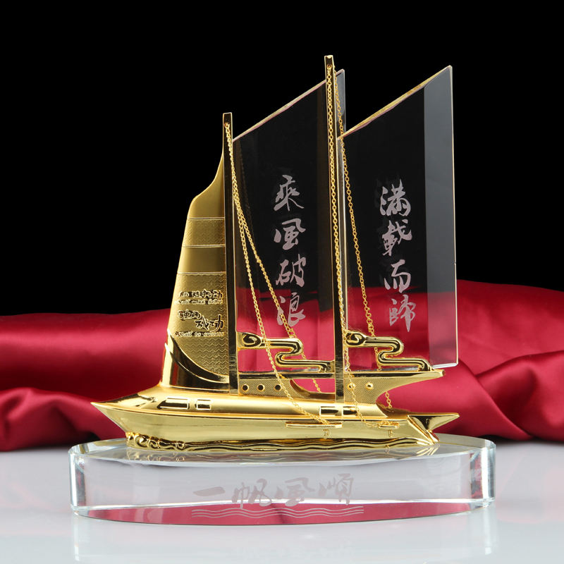 free logo engraving customized crystal sailboat model for souvenir gifts sailing boat crystal trophy award