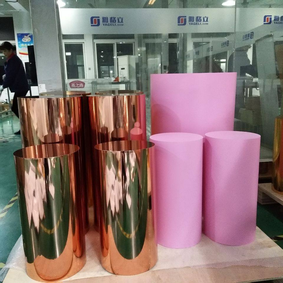 Pink wedding display stand lucite columns round acrylic plinth