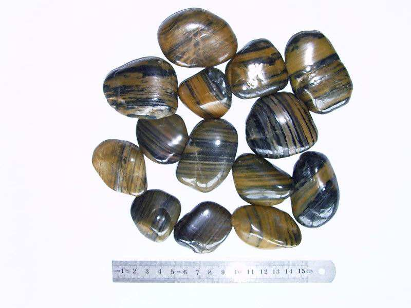 The speciality offers the natural colored ovoid stone in a l