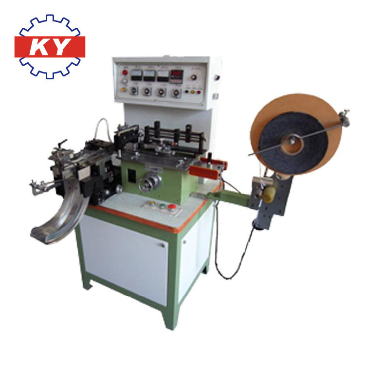Automatic label centerfold and cutting machine