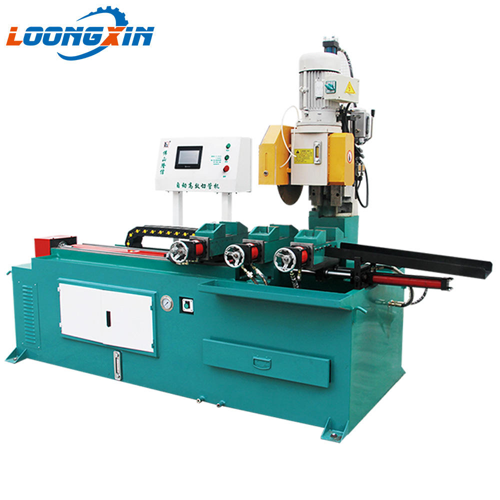 Circular sawing machine for pipe automatic