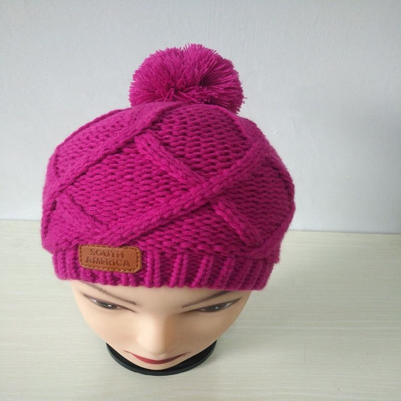 wholesale ladies fleece lined knitted cable hat with pom pom & leather label