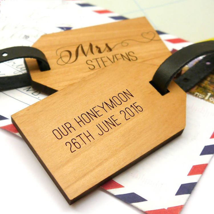 Personalised Wooden Honeymoon Luggage Tags/ Beautiful Factory Price Promotional Wedding Favor Luggage Tag wooden bag tags